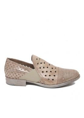 scarpa senza lacci traforata in pelle color taupe