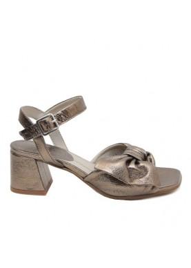 sandalo in pelle bronzo fiocco tacco basso dei colli